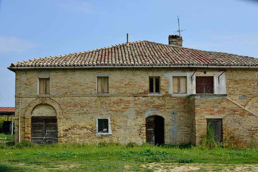 Rural building san bernardino marche country homes for Rural home builders