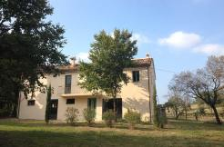 Casa della Palomba con laghetto a Filottrano