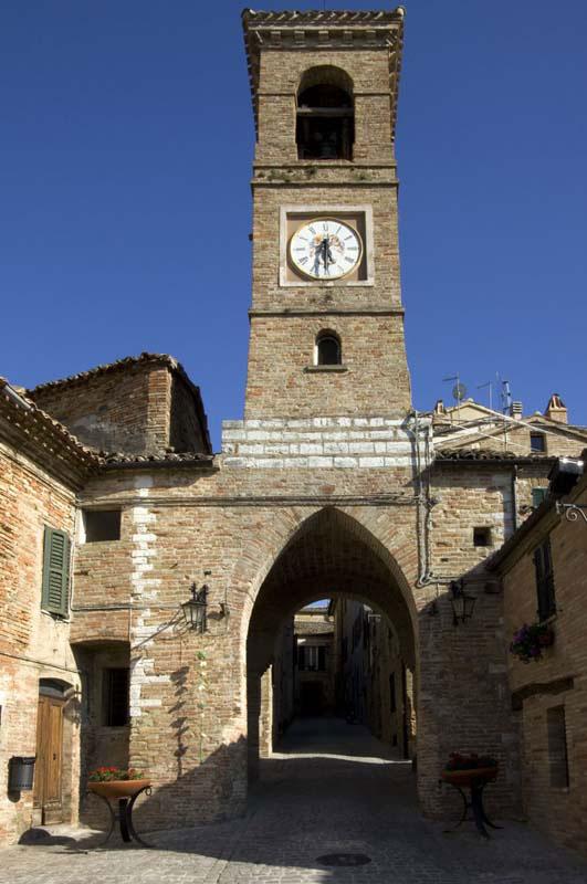 borgo medievale sulle colline di Arcevia