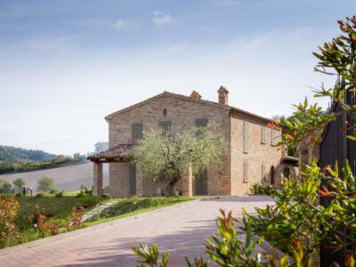 Casale in pietra tra i colli a Pesaro