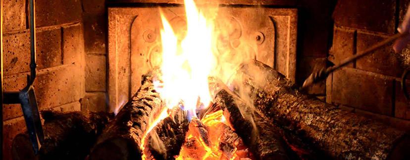 Camino a parete: calore e tradizione - il blog di Marche Country Homes