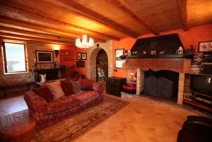 Casa rurale con camino - Rural house with fireplace
