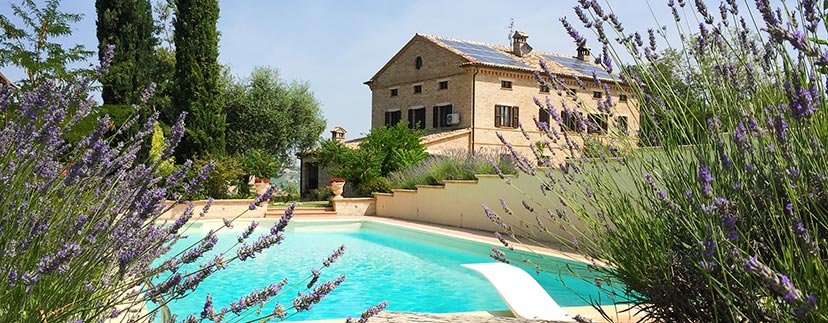 villas and farmhouses in the region Marche
