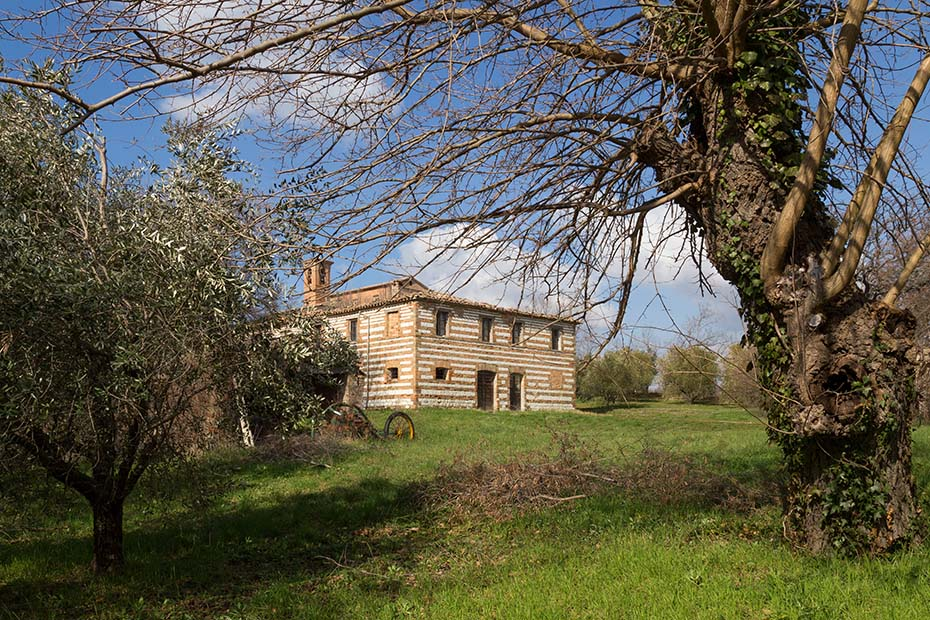 Farmhouse in Loretello Castle