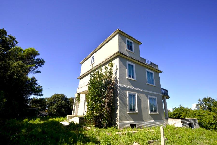 Villa Luce vicino ad Ancona, fronte mare