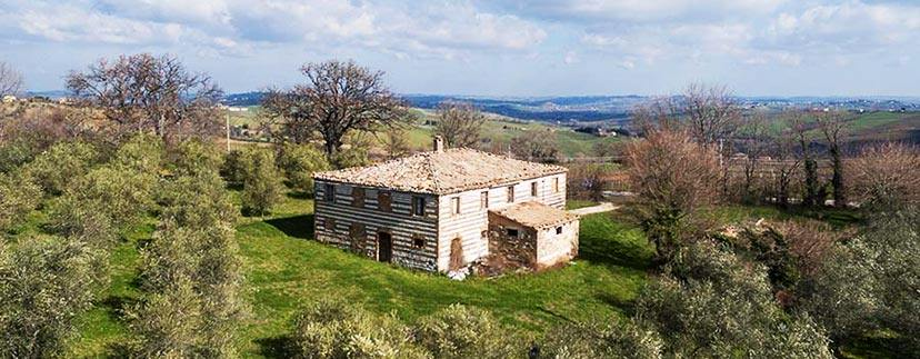 stone farmhouses in the region Marche