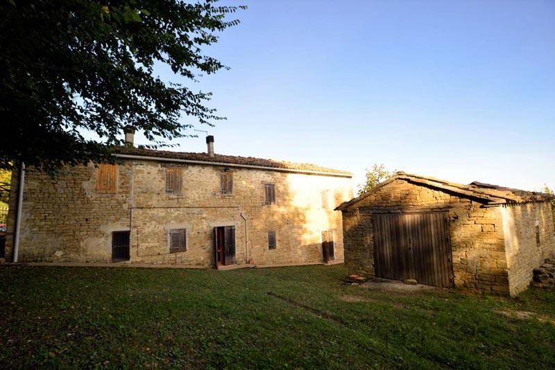 Casale in pietra da ristrutturare a Cupramontana