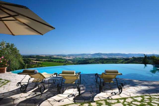 villa malatestiana con piscina sulle colline di pesaro