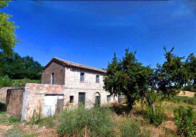 Casale vista mare da restaurare a Saltara vicino Fano