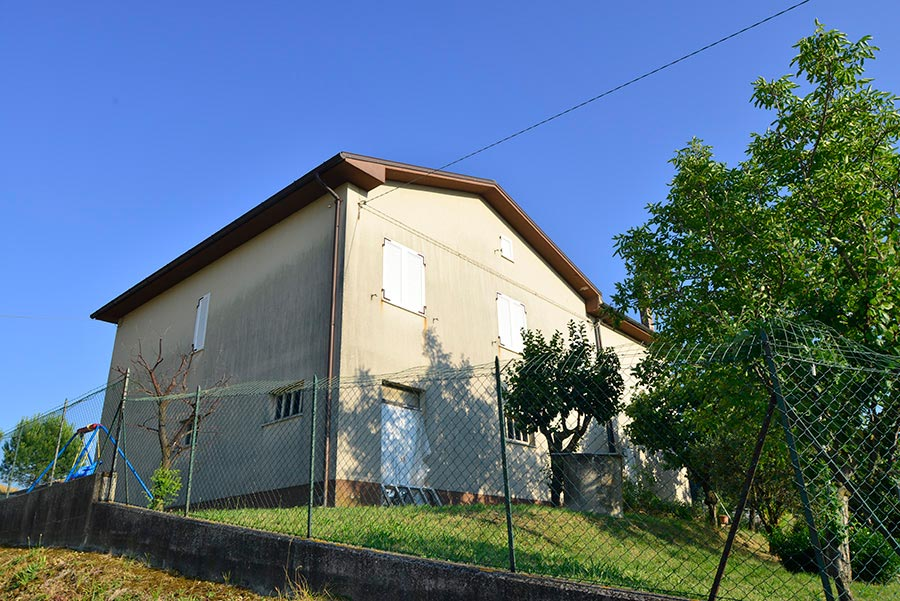 Casa della Contesa nella campagna di Osimo