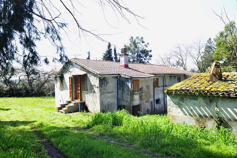 Casale Polverigi da ristrutturare