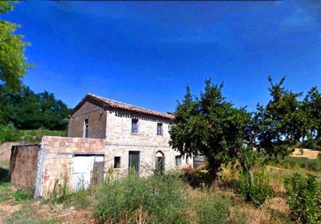 Casale da restaurare con vista mare e campagna