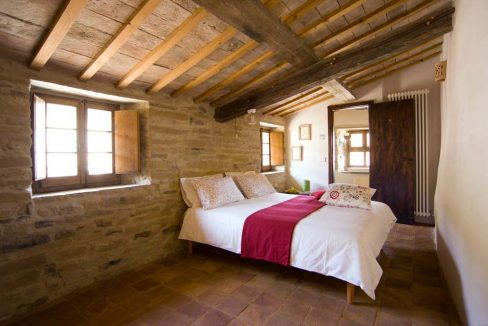 terre-antiche-red-bedroom