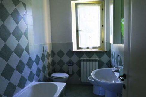 Casale-Petrella-bagno-con-doccia