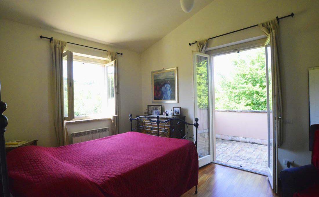 Casale-Petrella-camera-con-terrazzo