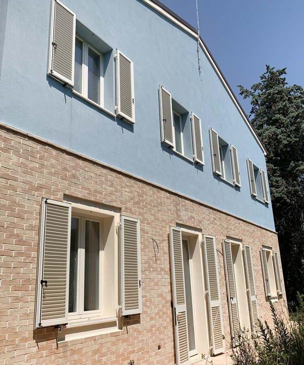 casale-Azzurro-finestre