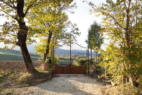 cancello-monastero-delle-marche