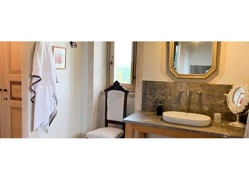 casale-villa-calire-stanza-da-bagno-830x323