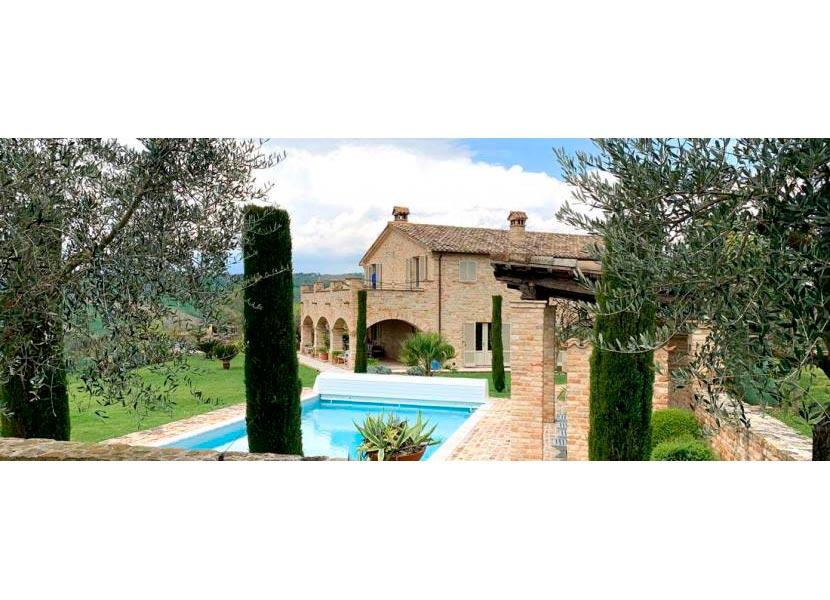 casale-villa-claire-angolo-830x323