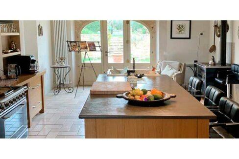 casale-villa-claire-cucina-650x323