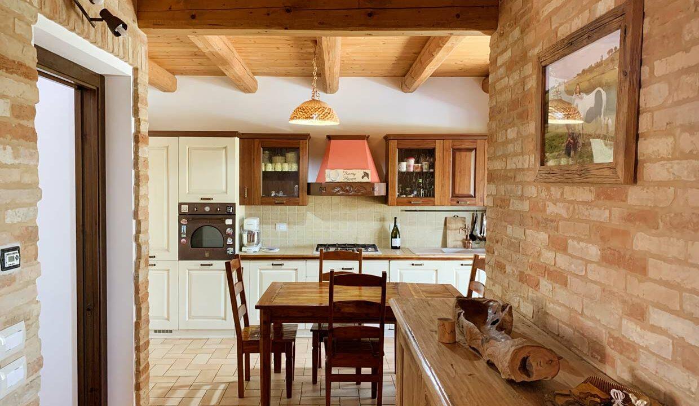 Casa-marche-country-filottrano-kitchen