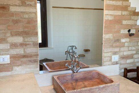 casale-campagna-filottrano-bagno