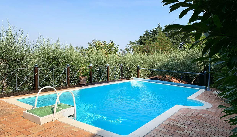 casale-roveresco-swimming-pool