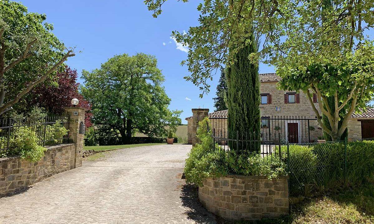 casale-cingoli-entrance