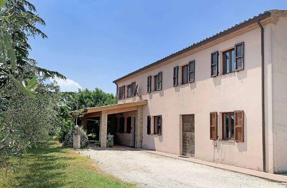 Casale-San-marcello-portico