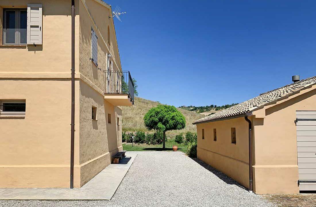 Casale-Colognola-balcony