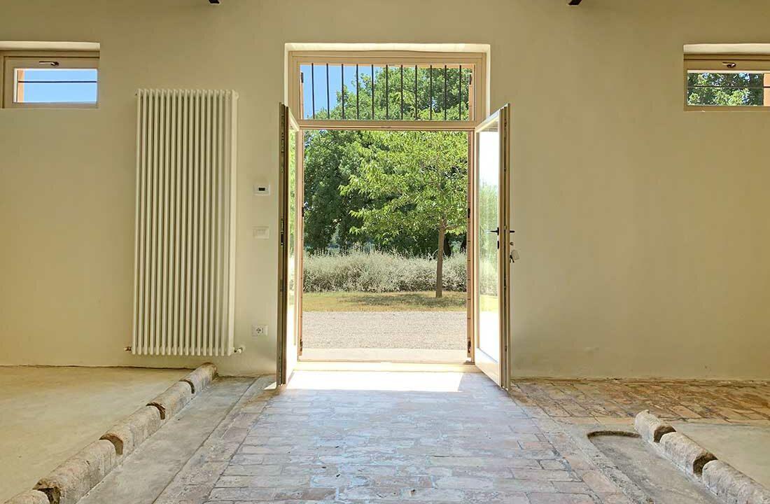 Casale-Colognola-door
