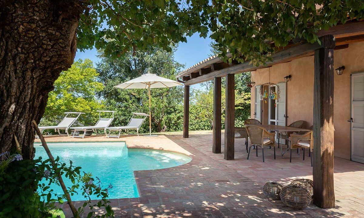 Casale-senigallia-portico-piscina