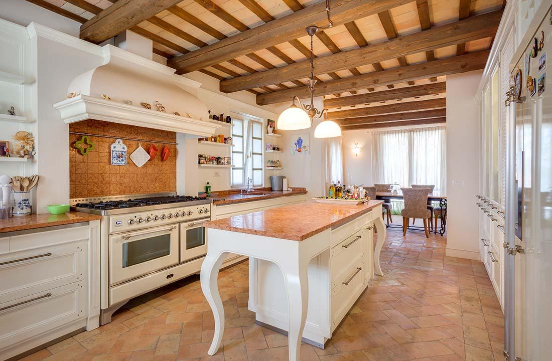 Villa-Commenda-cucina